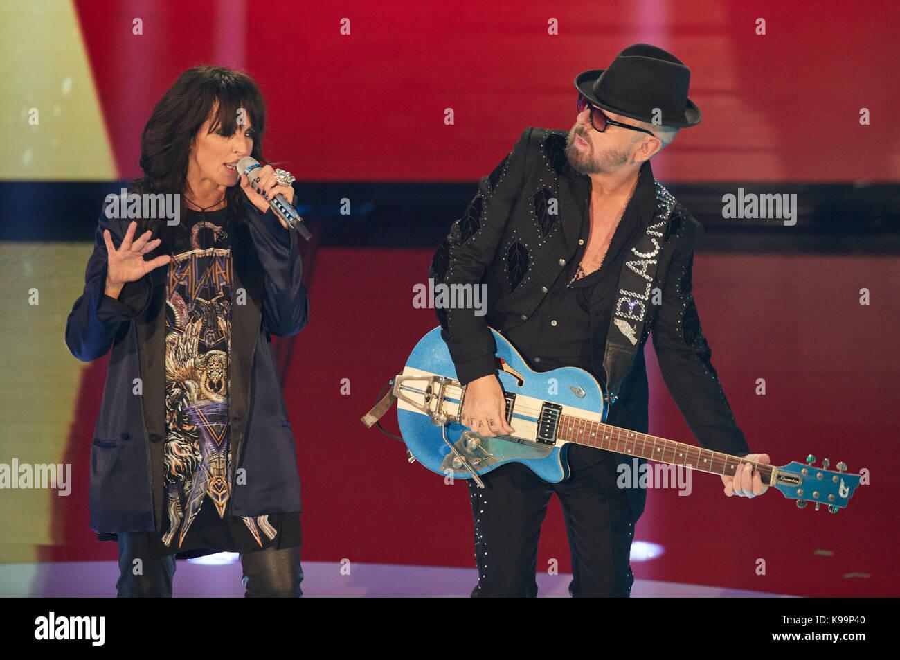 Nena y Dave Stewart realizar durante la grabación del programa de televisión   nena - nichts d4ed260f6fd