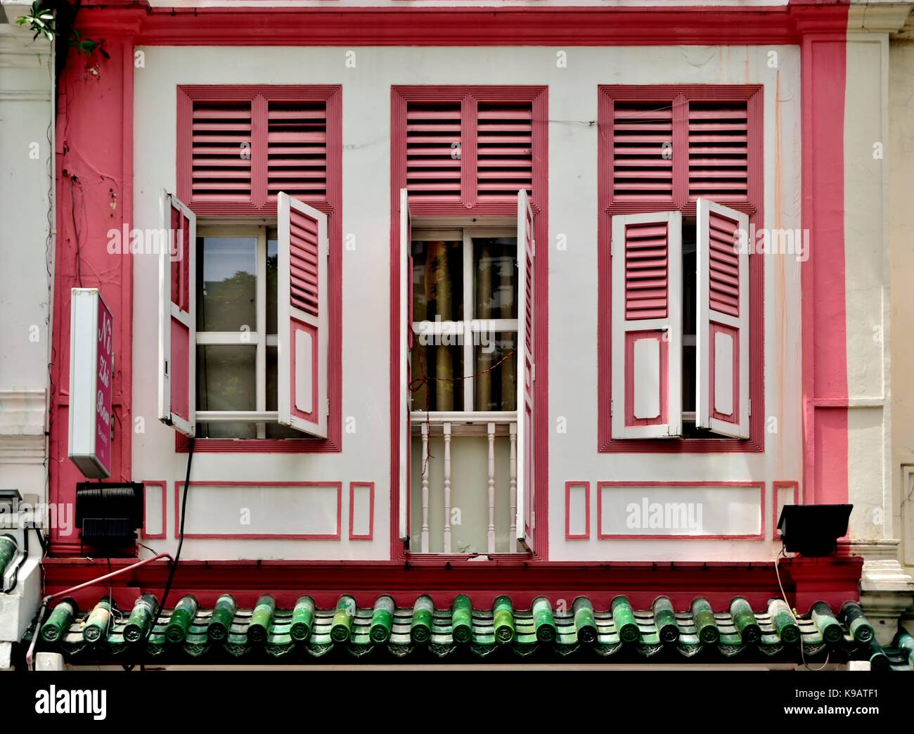 Red And White Shutters Imágenes De Stock & Red And White Shutters ...