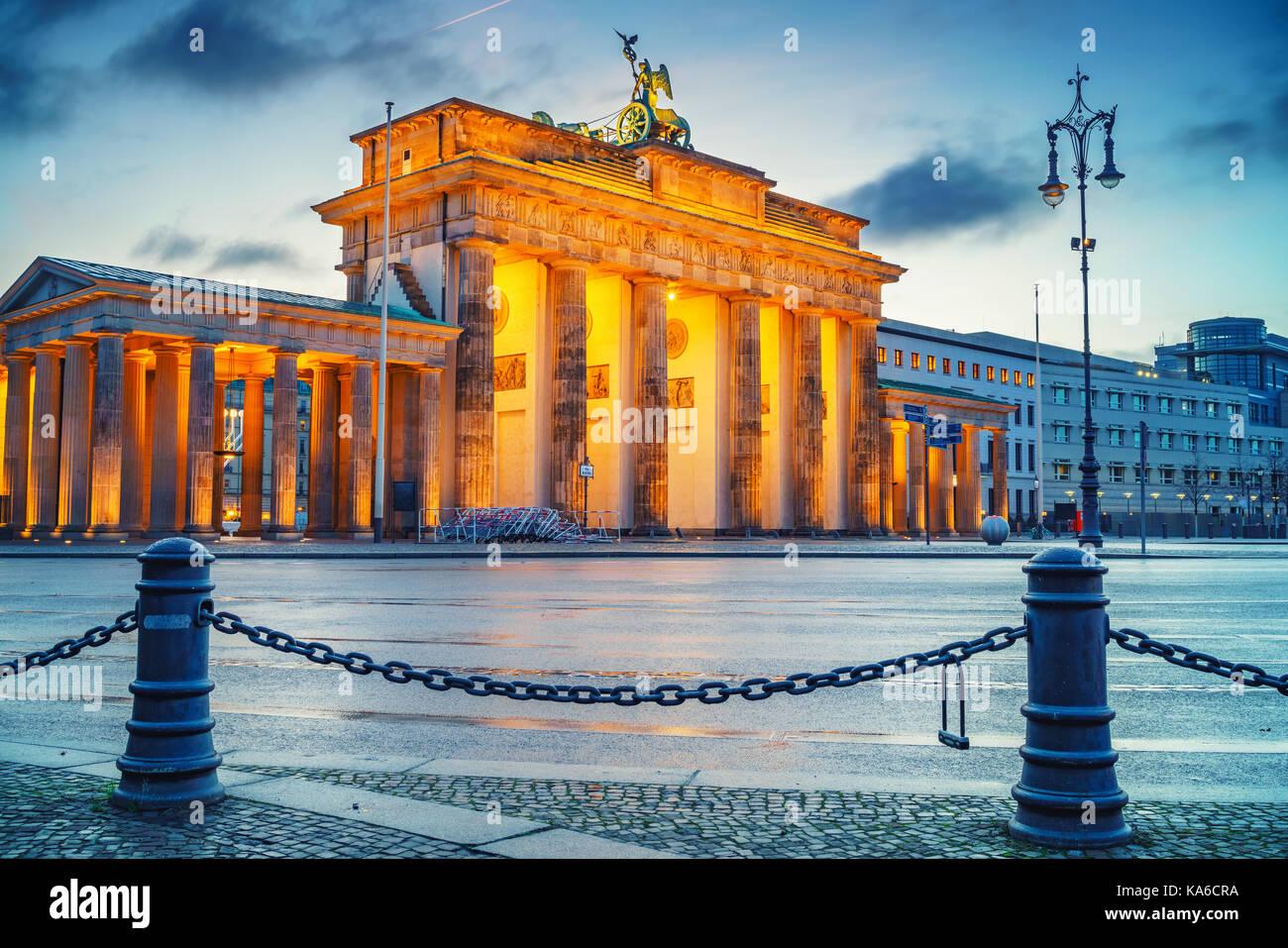 Puerta de Brandenburgo al atardecer Imagen De Stock