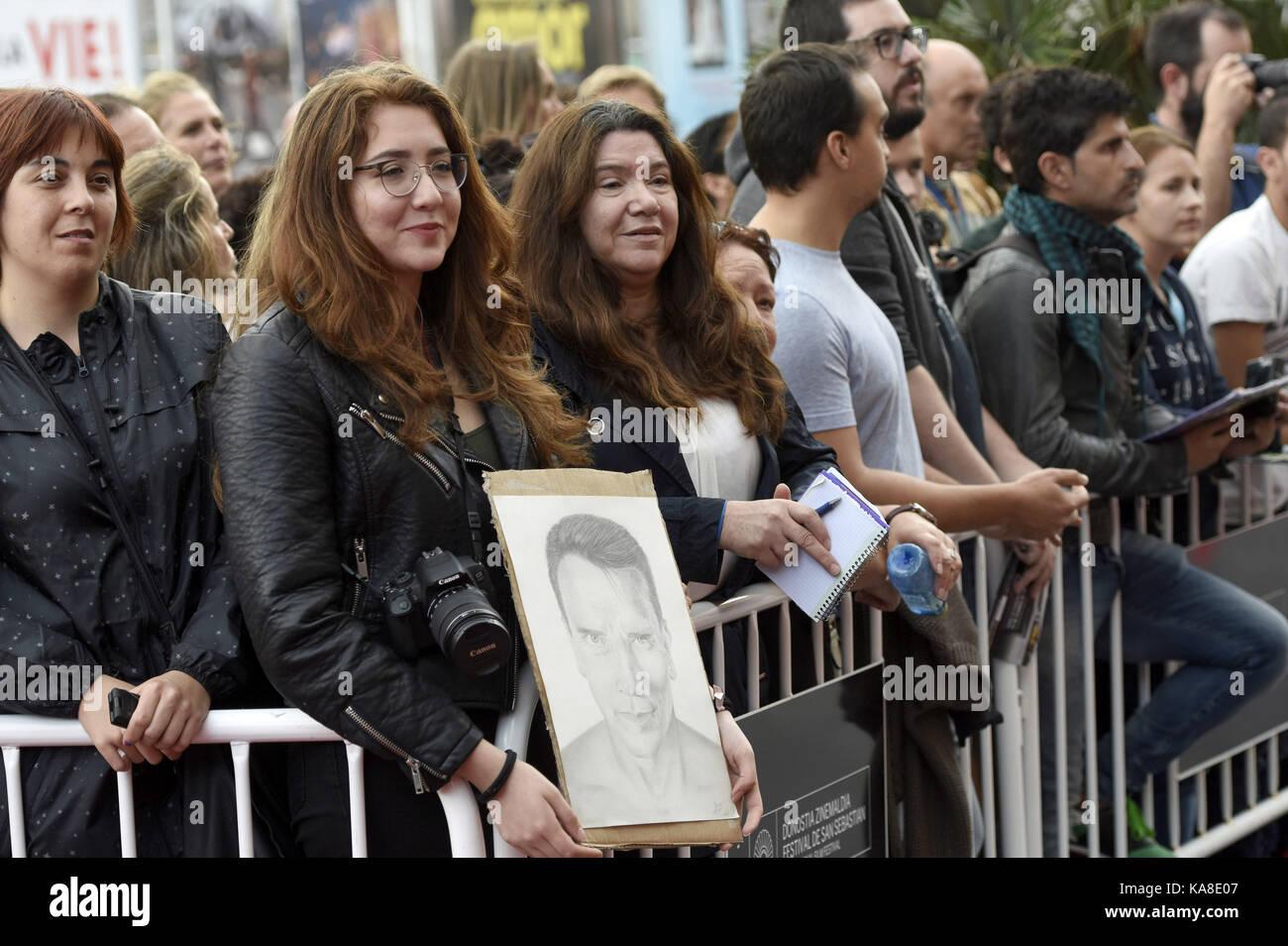 """San Sebastián, España. 25 sep, 2017. Los aficionados al """"Maravilla del mar 3d' premiere en el Victoria Eugenia teather Foto de stock"""