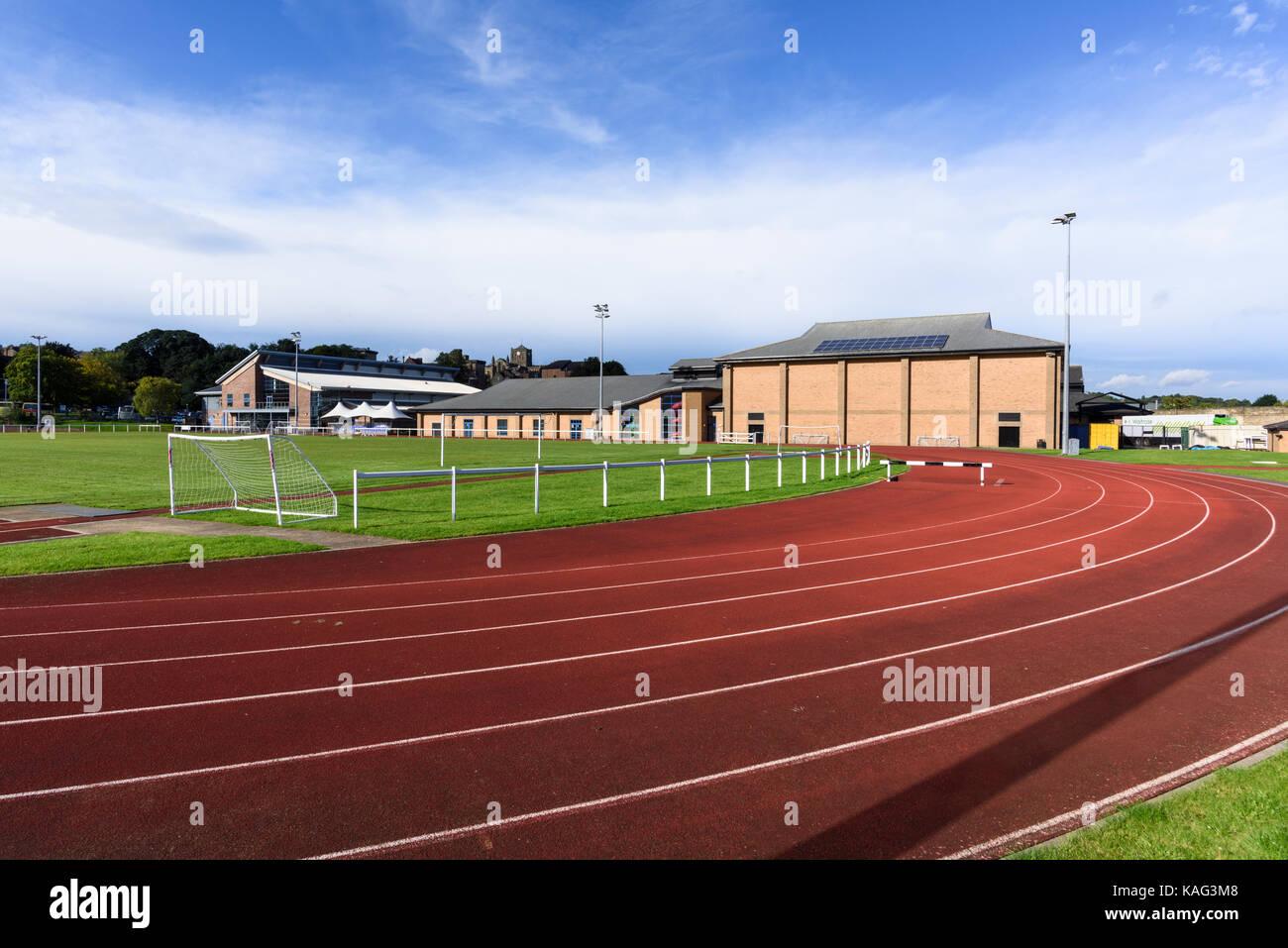 La raza y el campo de deportes de pista en Wentworth Leisure Centre en Hexham Northumberland Imagen De Stock
