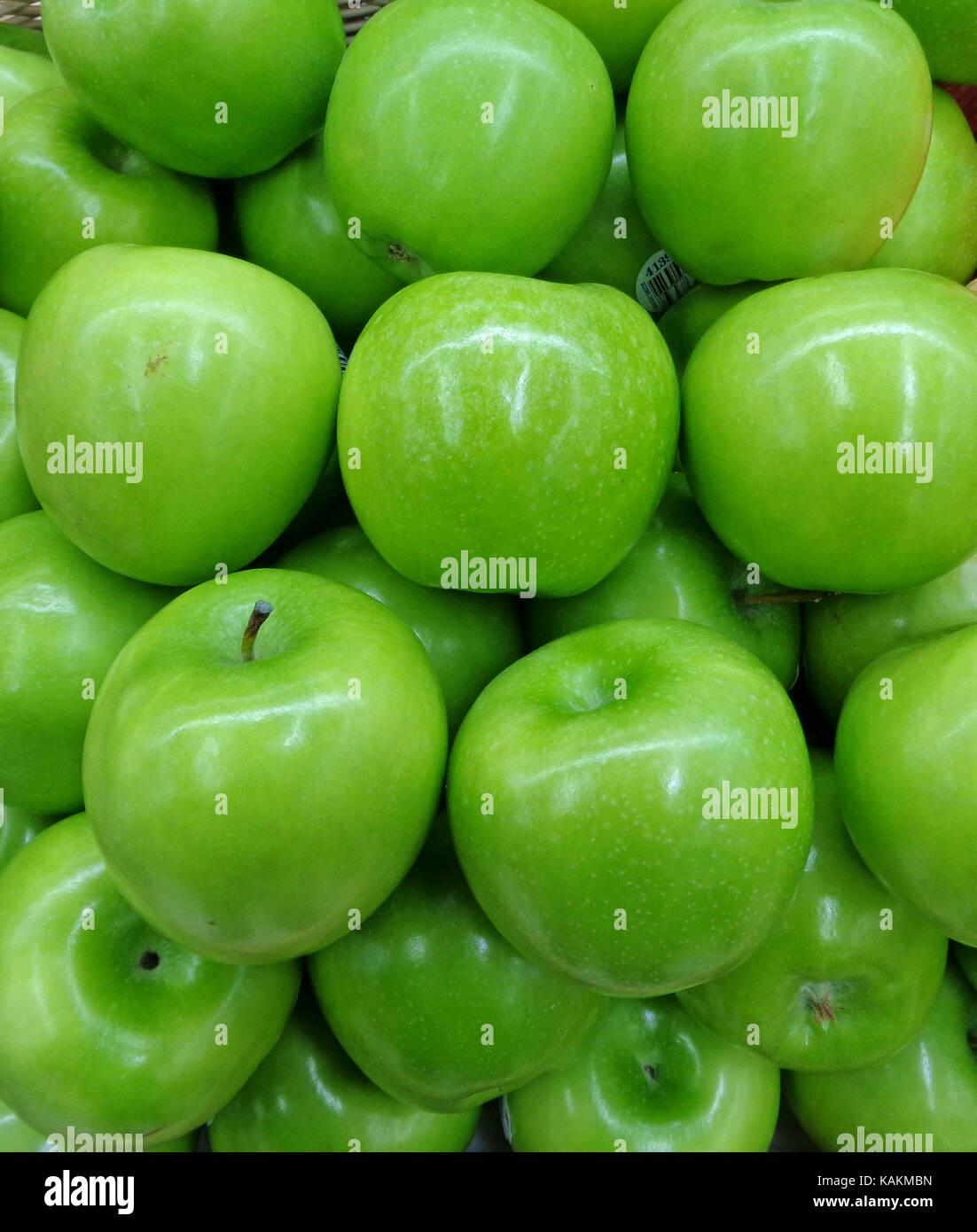 Montón de vibrante color verde manzana, cerrada en el fondo Foto ...
