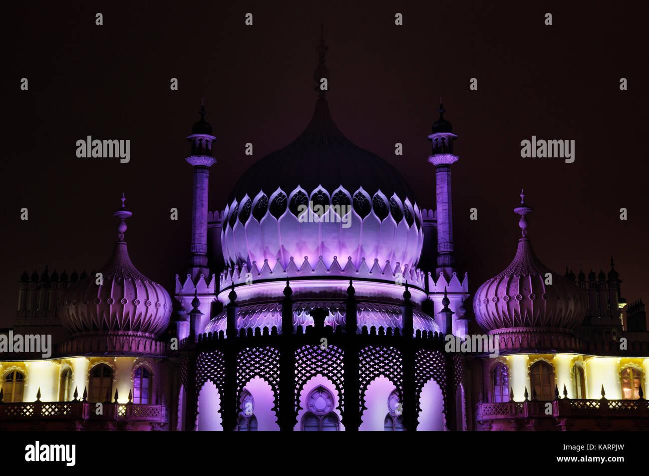 Brighton Royal Pavilion en la noche, East Sussex, Inglaterra, Reino Unido. Imagen De Stock