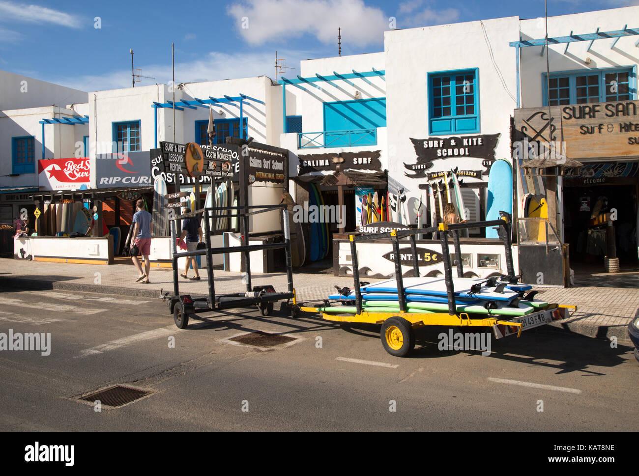 Tiendas de Surf en el pueblo de Caleta de Famara 617d1bc50f1