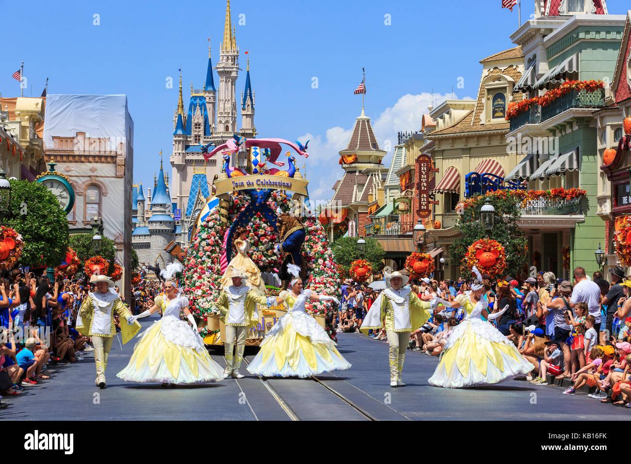 Walt Disney's Magic Kingdom Theme Park, mostrando el castillo de cuento de hadas, Orlando, Florida, EE.UU. y Imagen De Stock