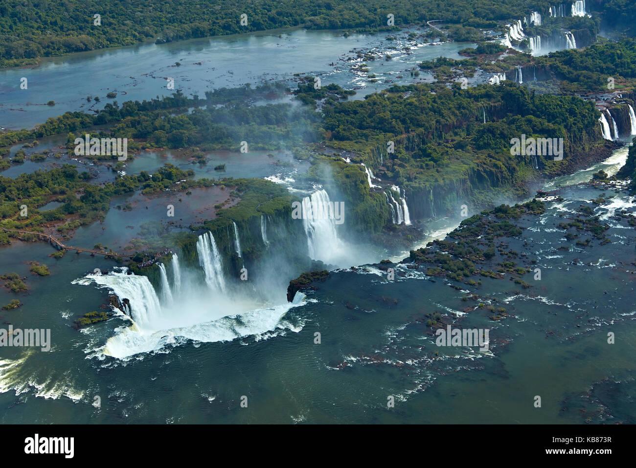 Pasarela y garganta del Diablo (Garganta do Diabo), Cataratas del Iguazú, en Brasil - Frontera Argentina, Sudamérica Foto de stock