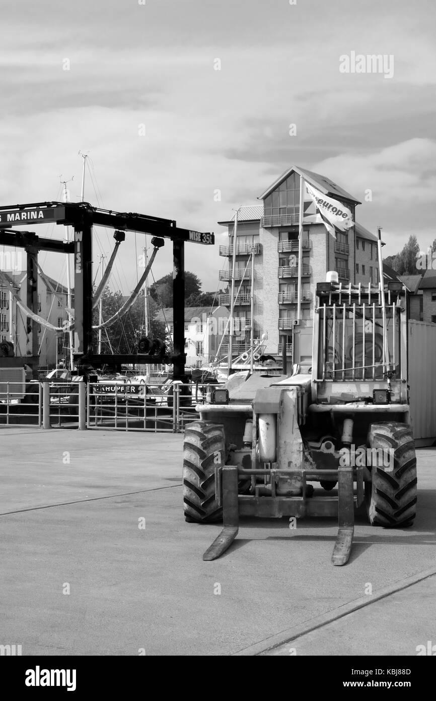 Septiembre 2017 - Teledirección de elevación de horquilla perteneciente a un patio de barcos en Portishead, cerca de Bristol, Inglaterra. Foto de stock
