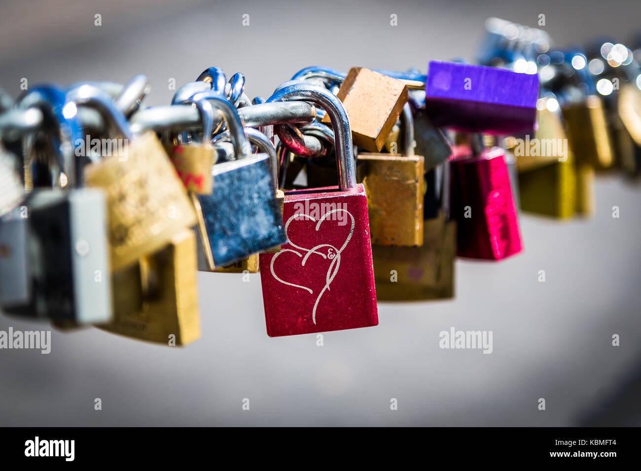 Romance - amor bloqueos Foto de stock