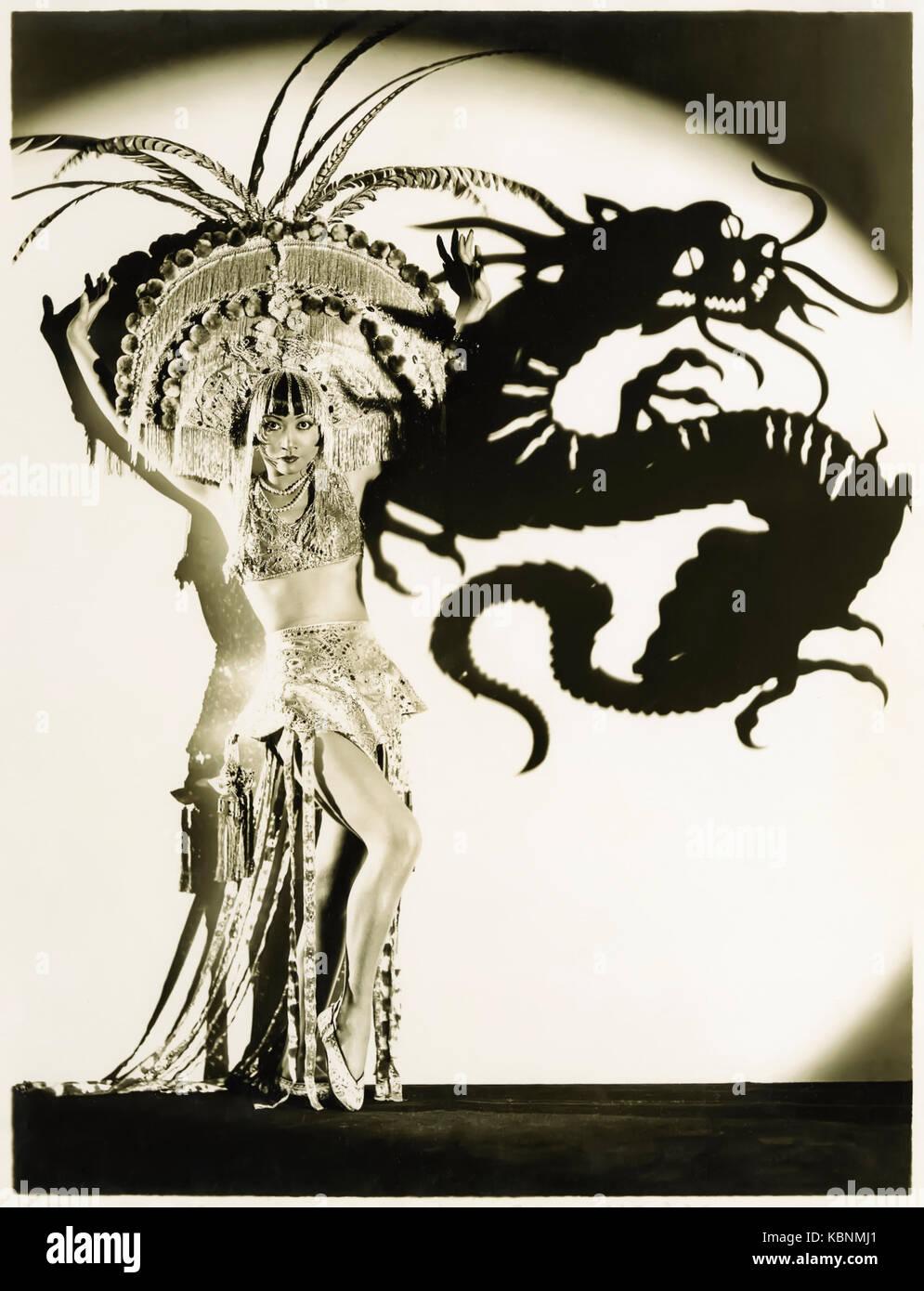 Anna May Wong (1905-1961), el original Dragon Lady (estereotipos despectivos sly de Asia oriental y mentirosa señora); Imagen De Stock