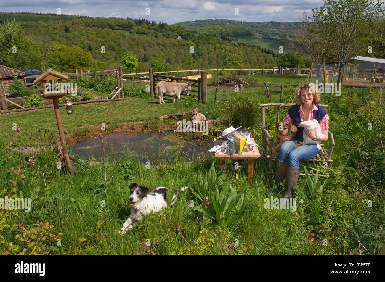Emisora Kate humilde en su casa de Gloucestershire. Imagen De Stock