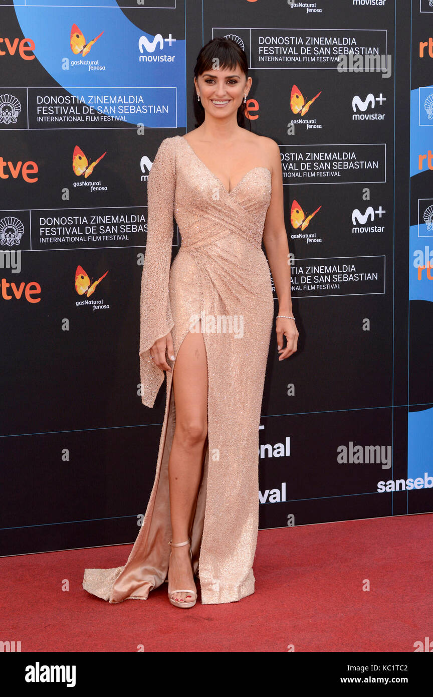 Penélope Cruz atiende el 'amar pablo' estreno durante la 65ª sebastian international film festival en el velódromo Foto de stock