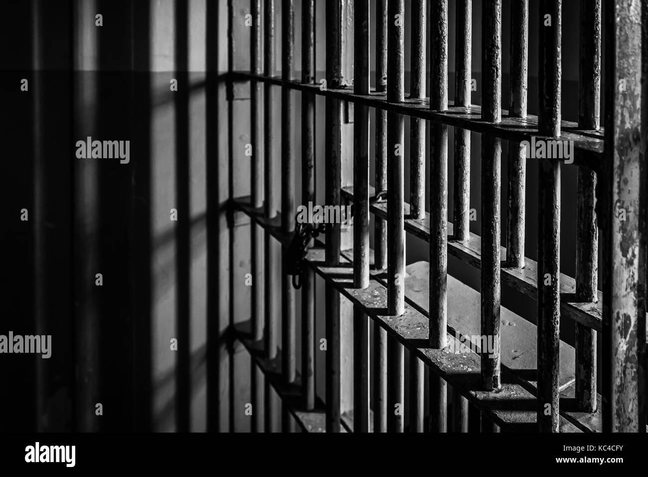El crimen y la ley - celda de prisión bares Foto de stock