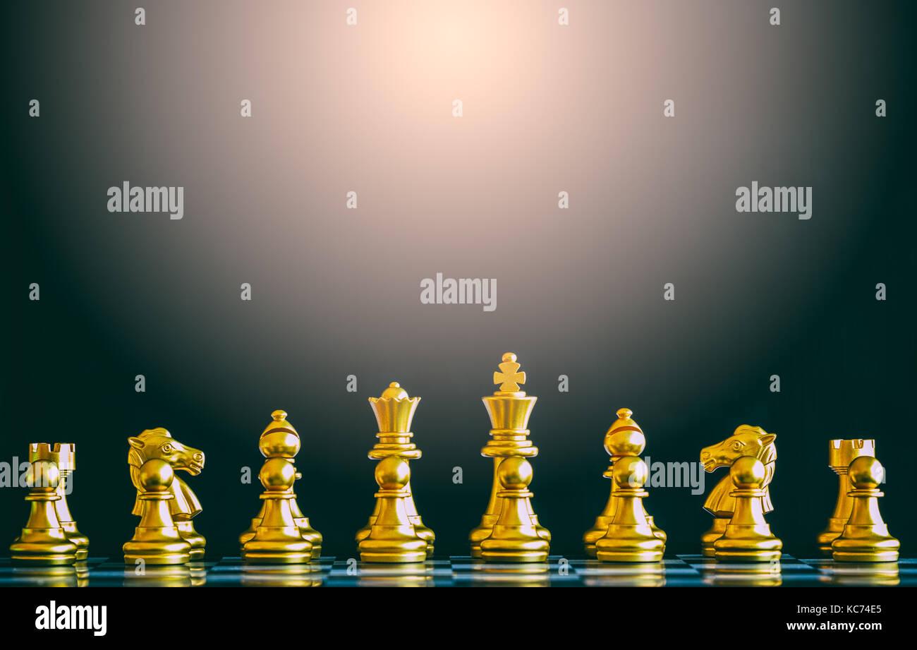 Estrategia de batalla de ajedrez Juego de reto de inteligencia sobre el tablero de ajedrez. El éxito de la Imagen De Stock