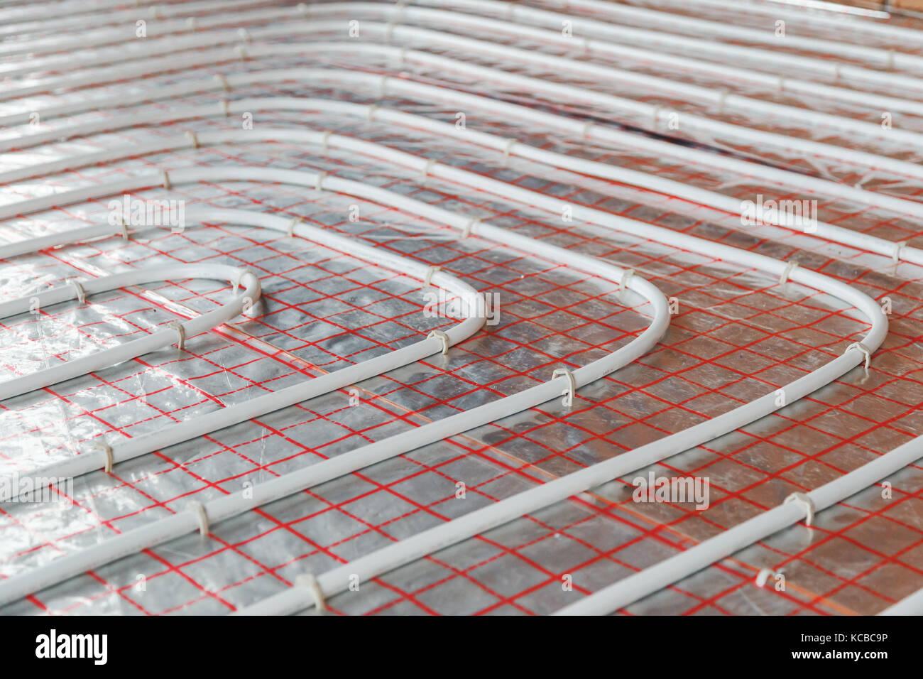Instalación de calefacción por suelo radiante. cierre de agua del ...