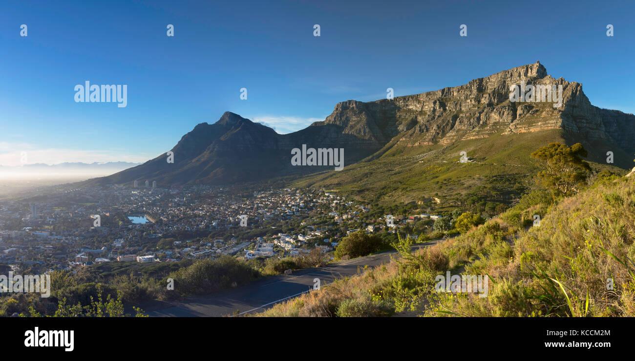 Las vistas de la ciudad el tazón y Table Mountain, Ciudad del Cabo, Western Cape, Sudáfrica Imagen De Stock