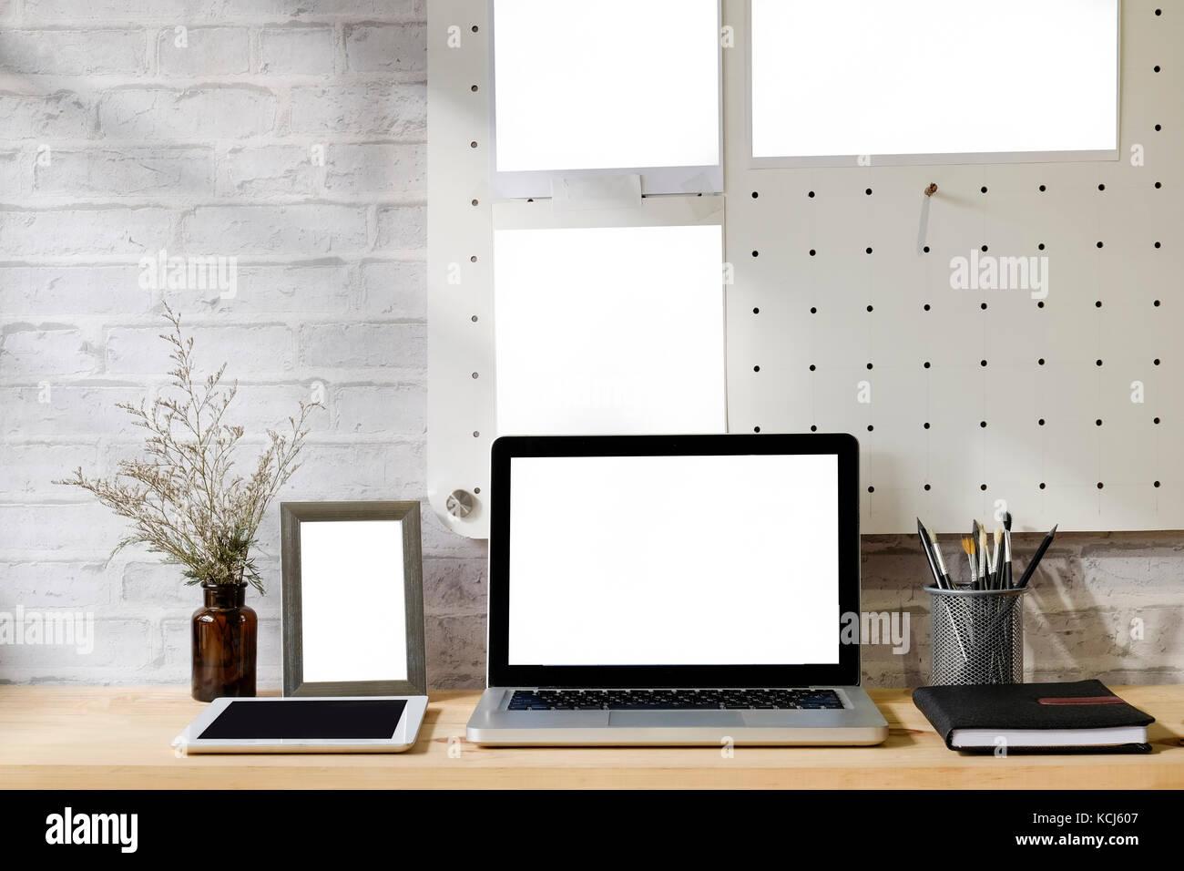 Espacio de trabajo de maquetas : madera contemporáneo Mesa ordenador ...