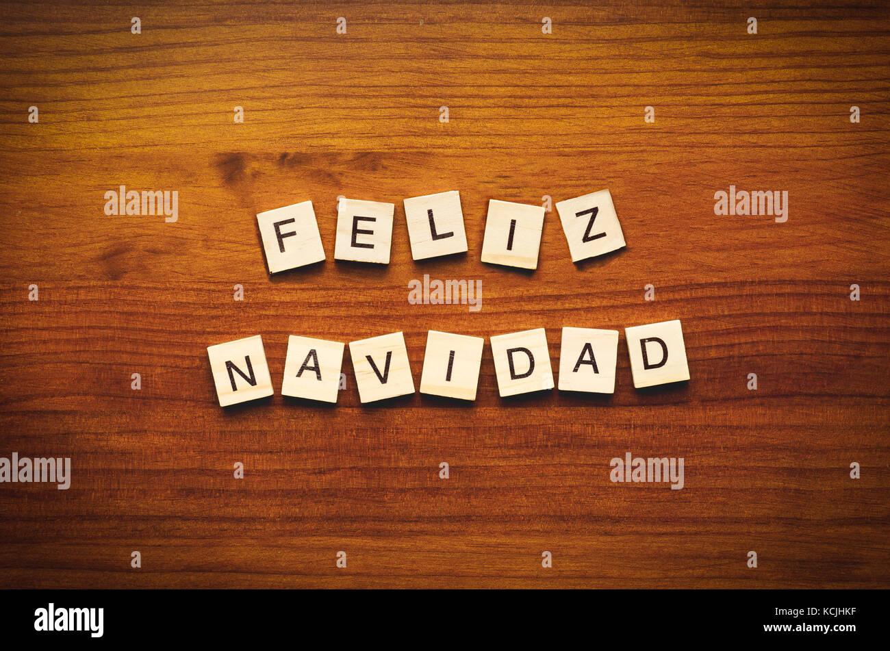 Feliz navidad texto sobre un fondo de madera Imagen De Stock