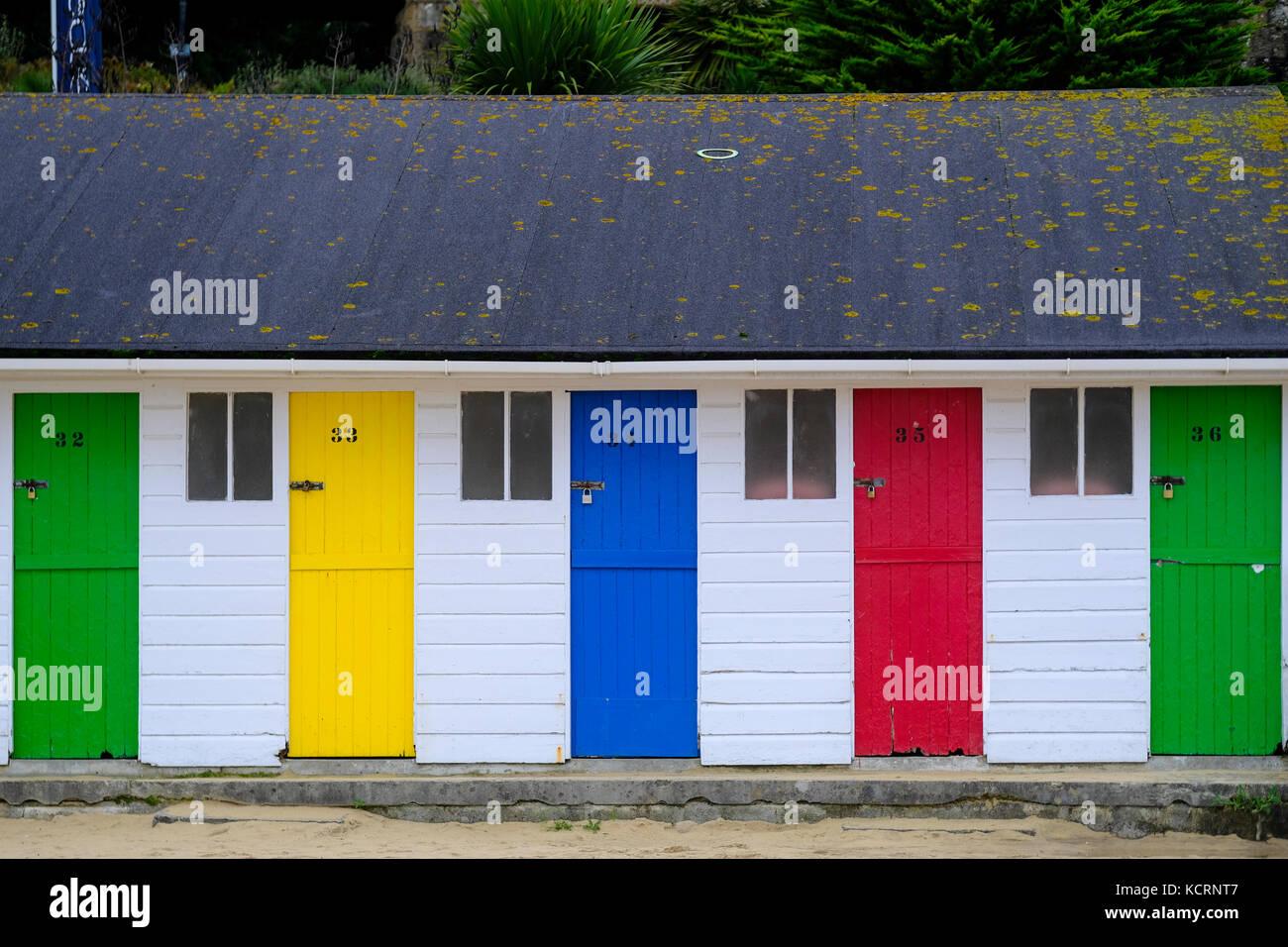 Numeradas de cabañas de playa en la playa de porthminster, St Ives, Cornwall Foto de stock