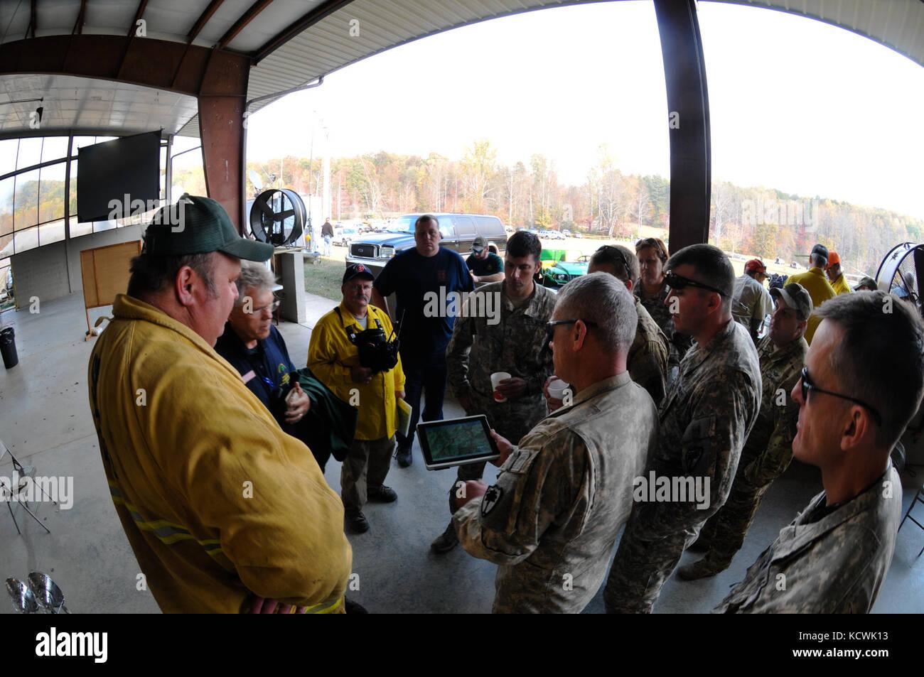 Suboficial del ejército estadounidense shawn Reynolds, 1-111th apoyo ...