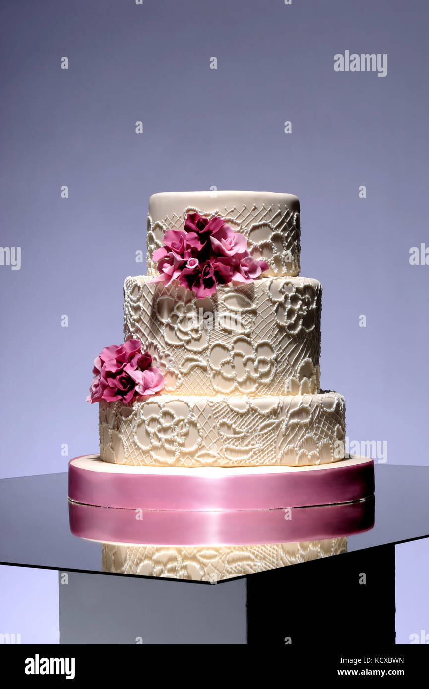 Pastel de bodas, dulces, celebración, ocasión, calorías, azúcar, dulzura, estilo de vida, negocios, Imagen De Stock