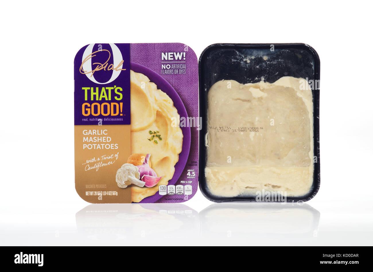 O ESO GOO ! Confort de alimentos preparados refrigerados por Oprah Winfrey guarnición de puré de patatas con embalaje Foto de stock