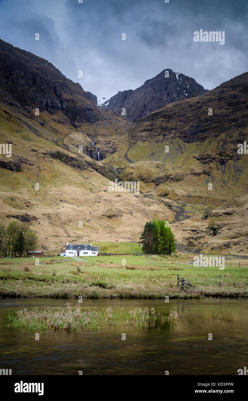 Achnambeithach cottage, Glencoe, Highland Foto de stock