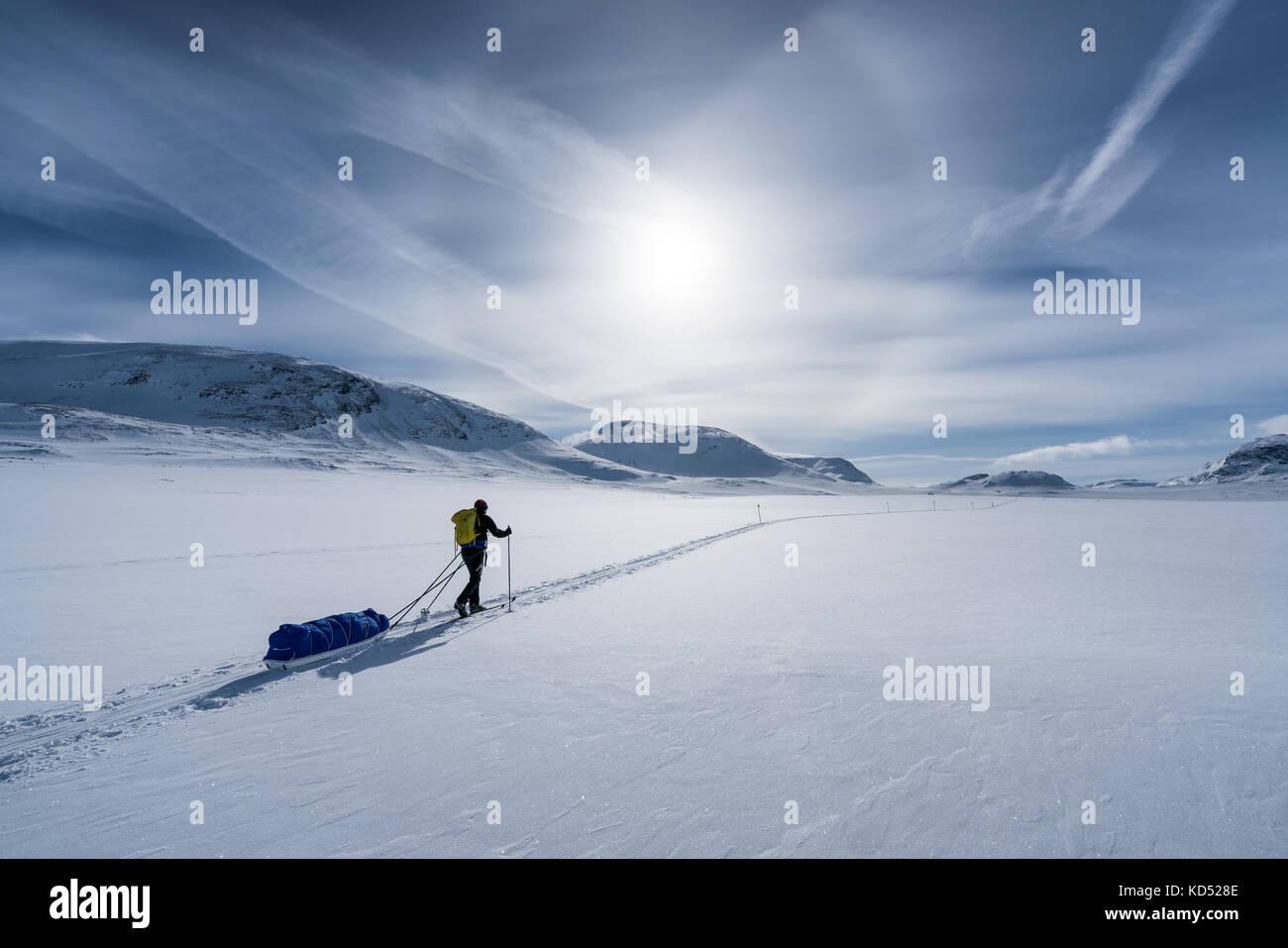 Esquí de travesía en el macizo montañoso kebnekaise, kiiruna, Suecia, Europa Imagen De Stock