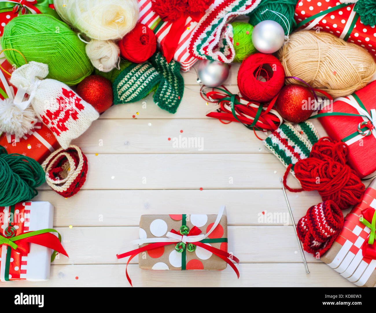Rainbow Christmas Balls Imágenes De Stock & Rainbow Christmas Balls ...