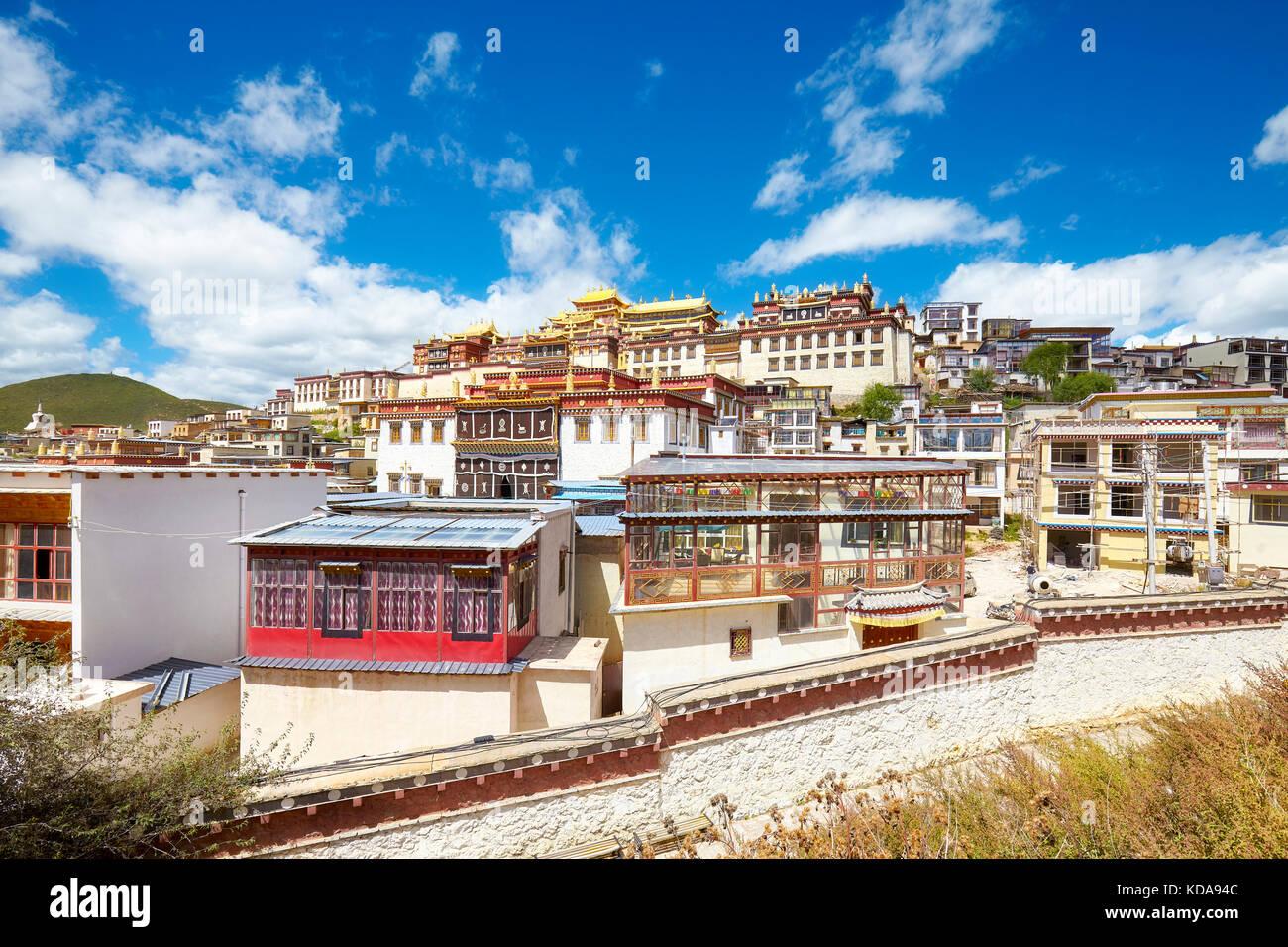 Monasterio songzanlin, también conocido como sungtseling ganden sumtsenling o poco Palacio Potala, Yunnan, Imagen De Stock