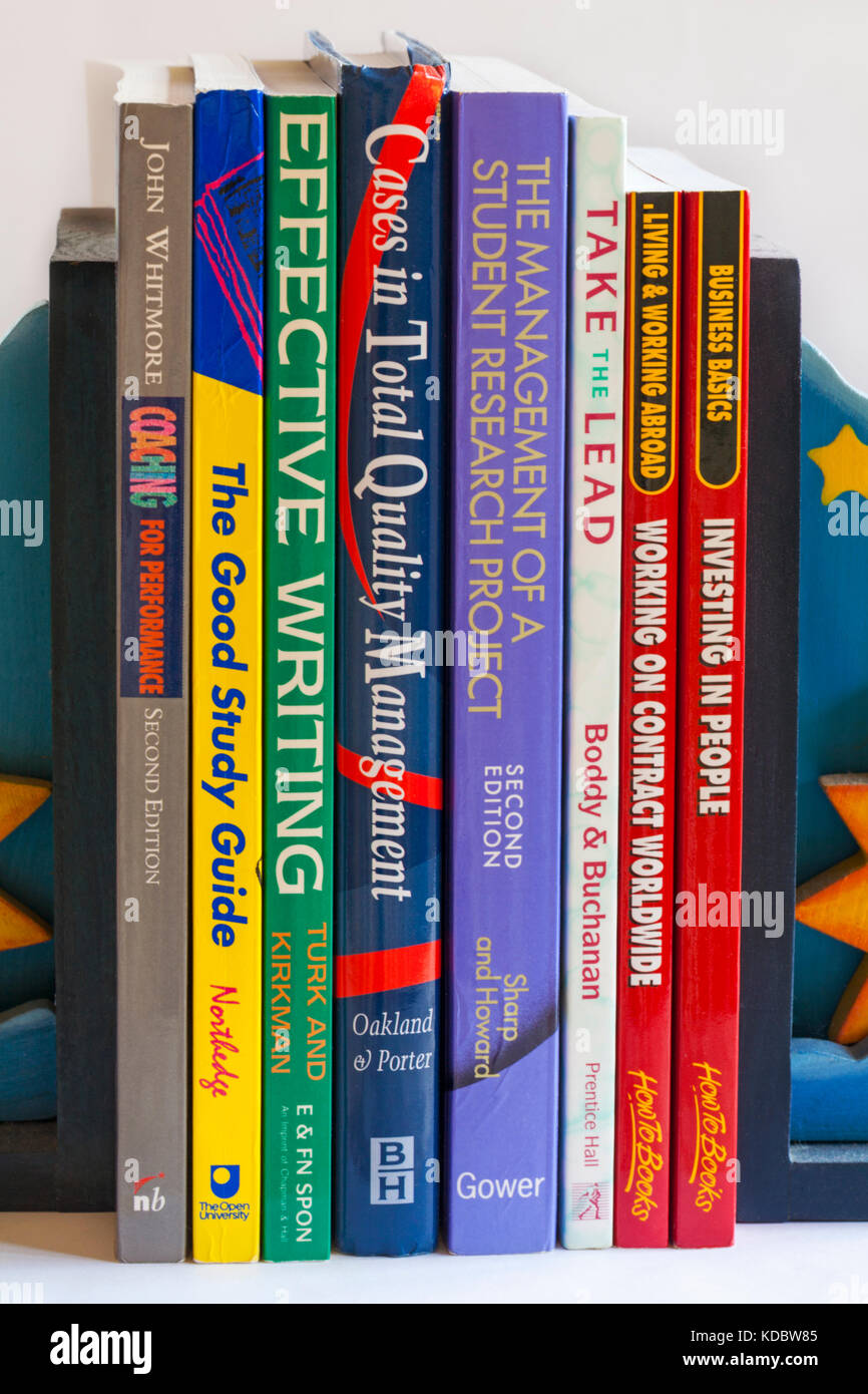 Selección de libros educativos - liderazgo, coaching, el estudio, la gestión de calidad, redacción Imagen De Stock