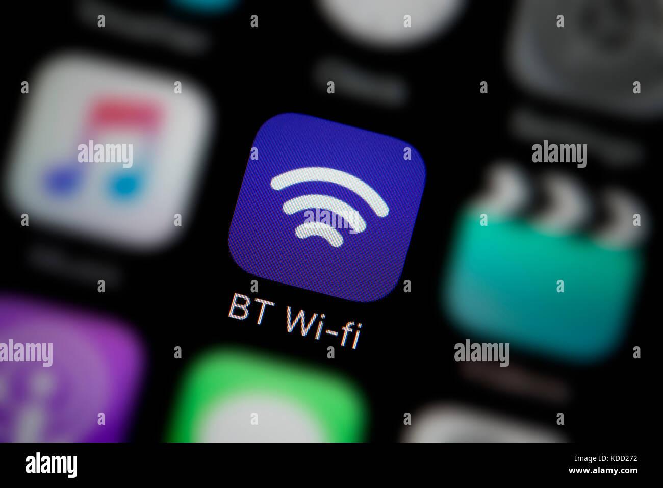 Un primer plano del logotipo que representa BT wi-fi app icono, como se ve en la pantalla de un teléfono inteligente Imagen De Stock