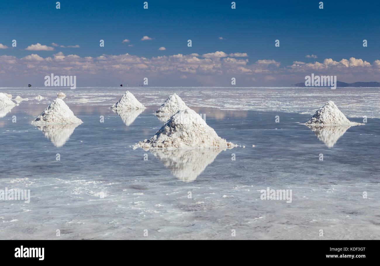 Montones de Sal en el Salar de Uyuni, Bolivia Imagen De Stock