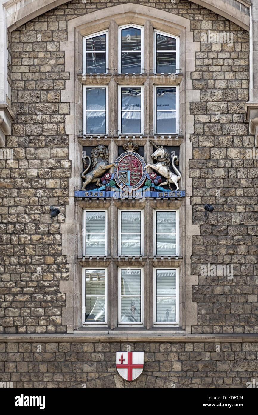 Escudo real: tallado en cristal ornamentados en Arsenal House, la sede de la Honorable Compañía de artillería Imagen De Stock