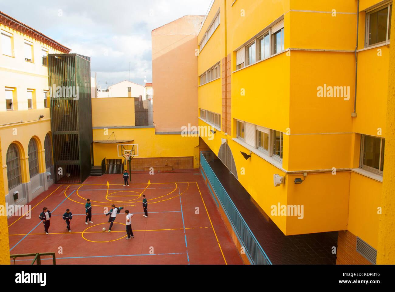 Patio de recreo de una escuela. en Madrid, España. Imagen De Stock