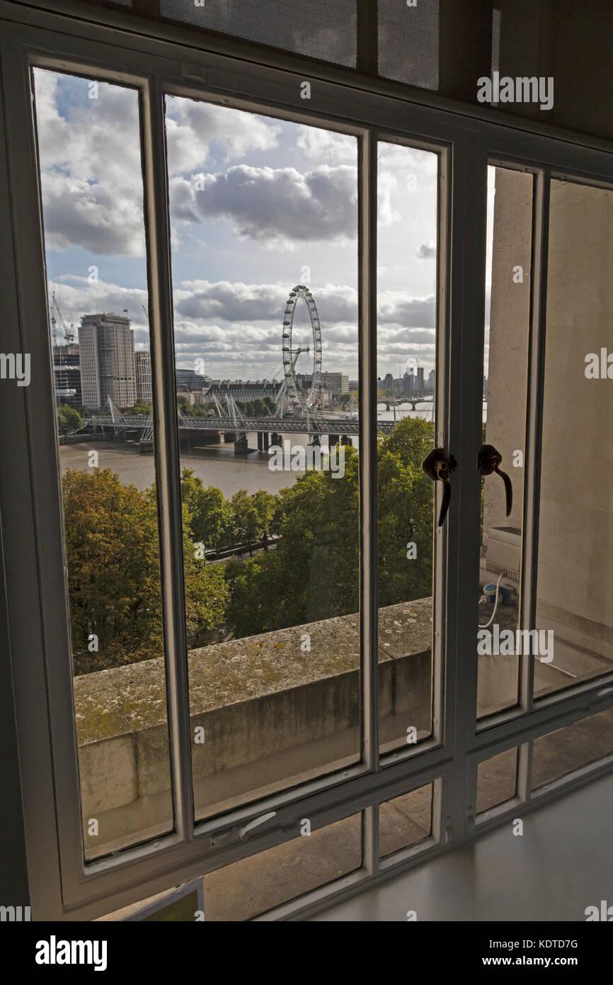 Vista desde una ventana de la oficina en londres inglaterra con vistas al r o t mesis golden - Finestra che non si chiude ...