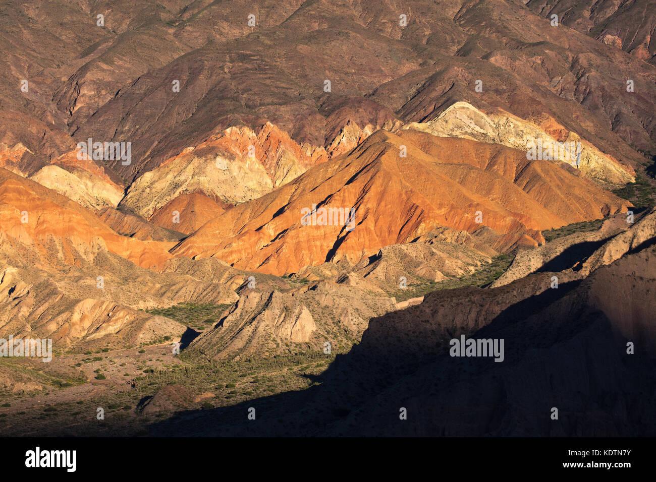 Los colores en las montañas de la quebrada de Humahuaca nr Tilcara, provincia de Jujuy, Argentina Imagen De Stock