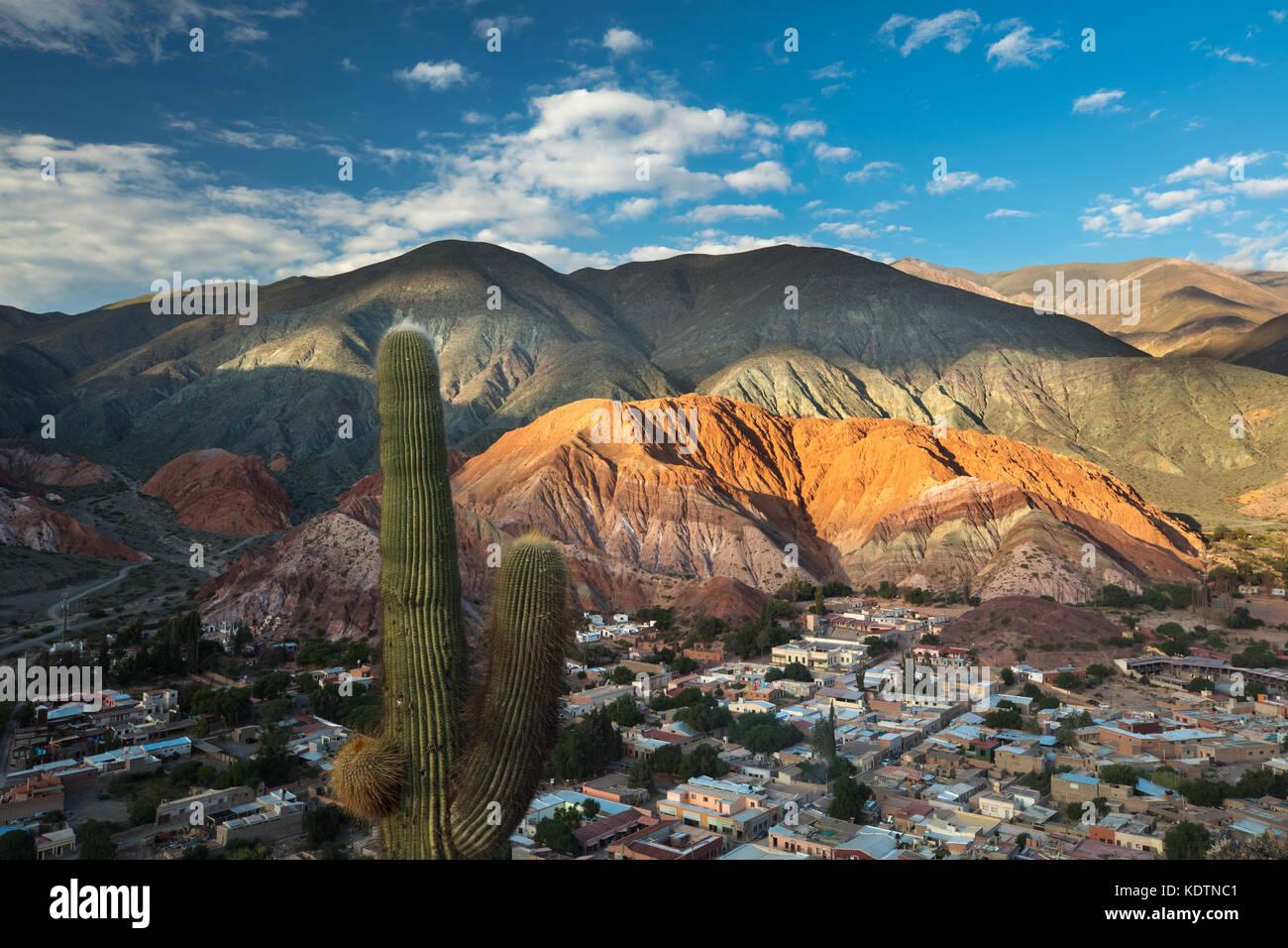 El cerro de los siete colores Cerro de los siete colores) en Purmamarca, quebrada de humahuacha, provincia de Jujuy, Imagen De Stock
