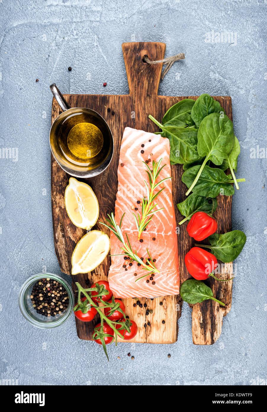 Salmon fillet im genes de stock salmon fillet fotos de for Cocinar para 9