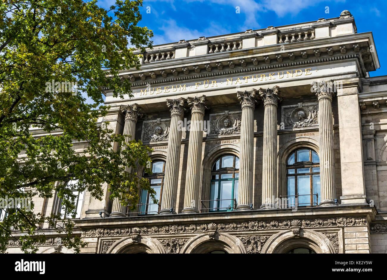 Fachada del museo de historia natural de Berlín (museum fur naturkunde). creado en 1810, alberga a muchos más Imagen De Stock