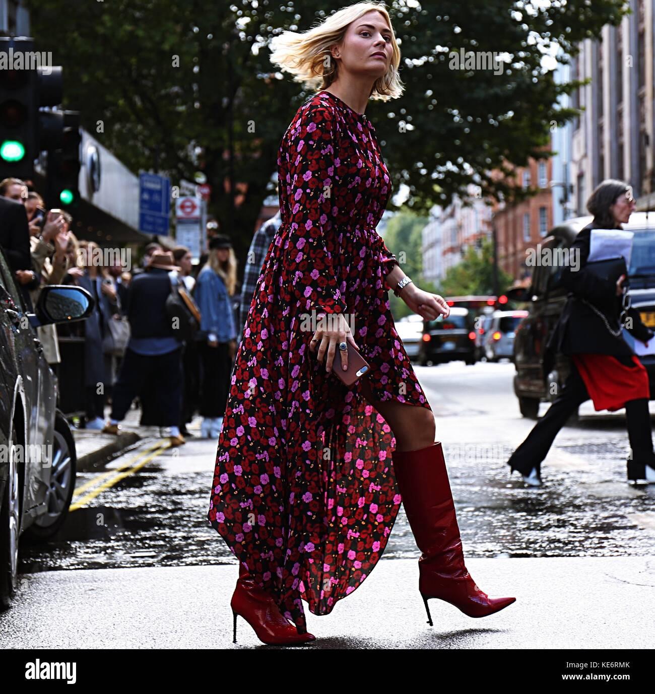 Londres, Reino Unido. Sep 18, 2017 LONDRES.- El 18 de septiembre de 2017 mujer en la calle durante la semana de la moda de Londres crédito: mauro del signore/Pacific Press/alamy live news Foto de stock