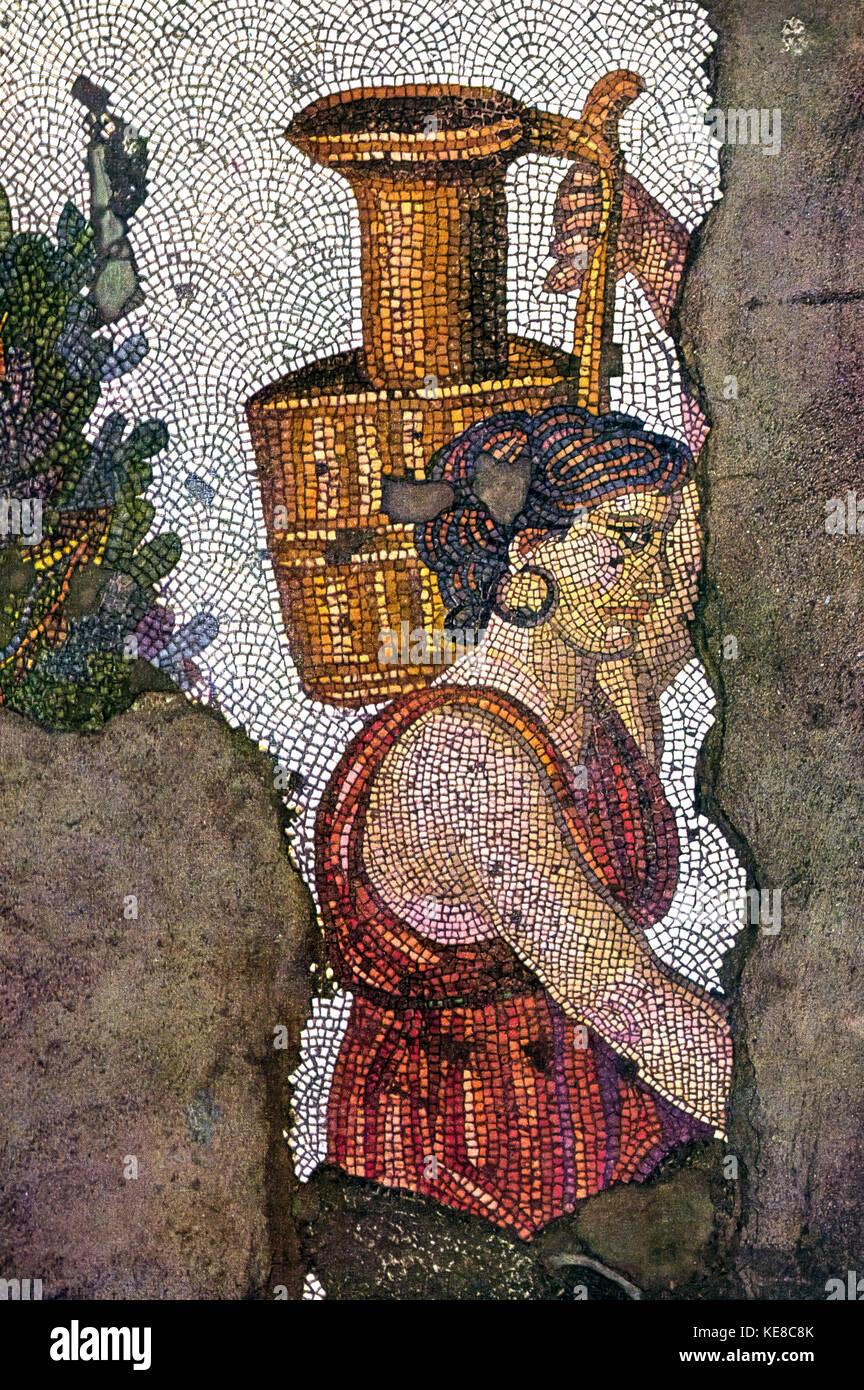 Turquía - Estambul piso de mosaicos del gran palacio del emperador - mujer llevando un cántaro - tema Imagen De Stock
