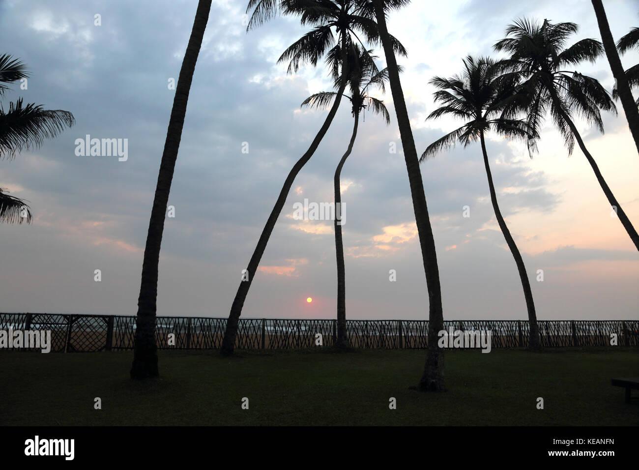 Wadduwa en la provincia occidental de Sri Lanka en Sunset Beach Hotel Agua Azul Imagen De Stock