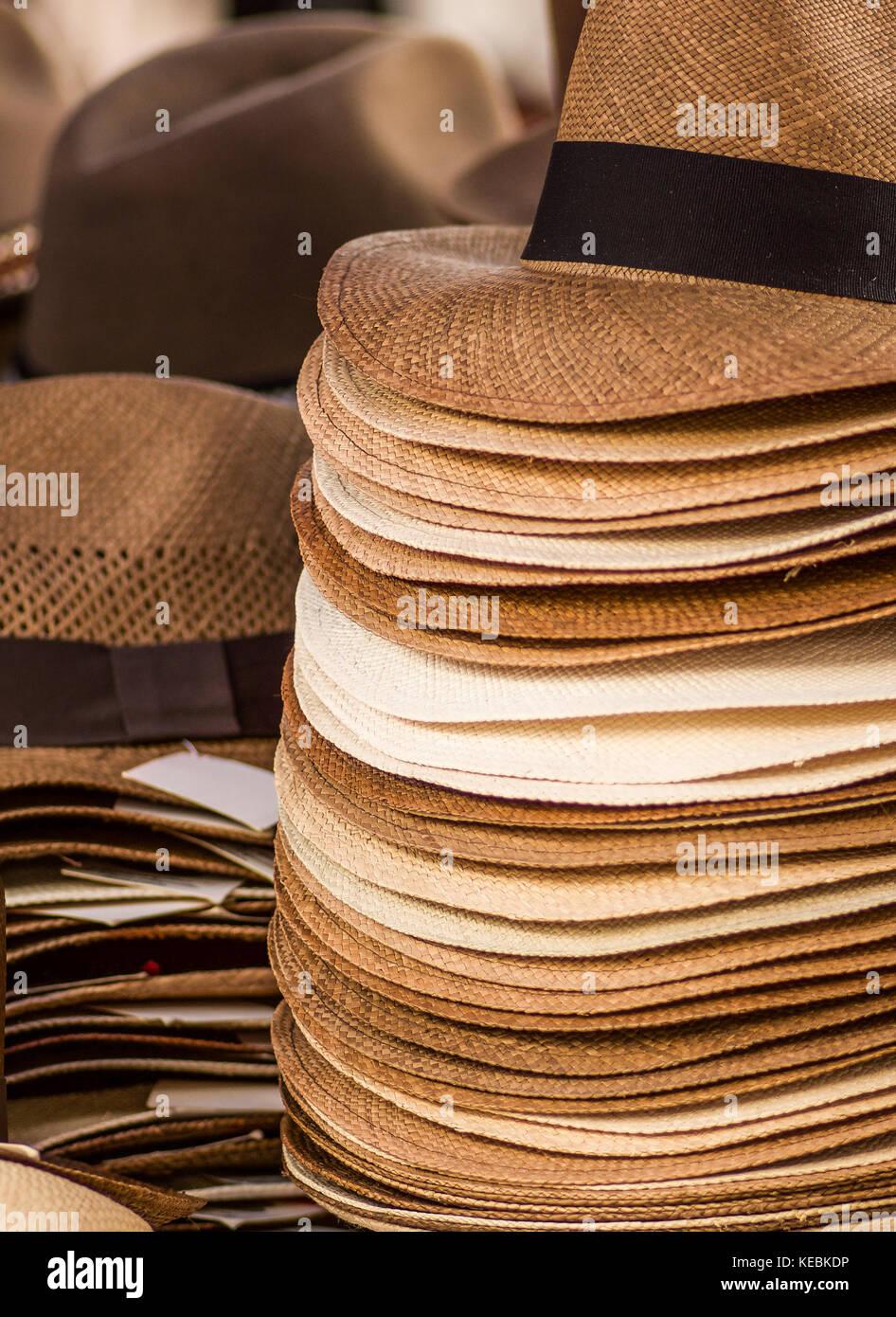 Otavalo Ecuador Craft Market Imágenes De Stock   Otavalo Ecuador ... dbd492ac54d