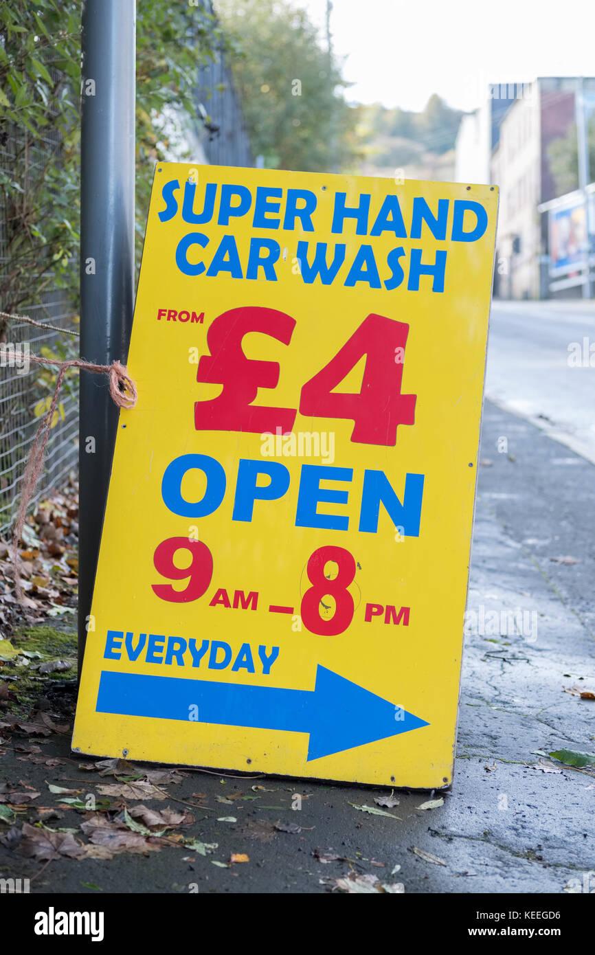 Lavado de coches a mano caliente abierto cada día firmar Imagen De Stock