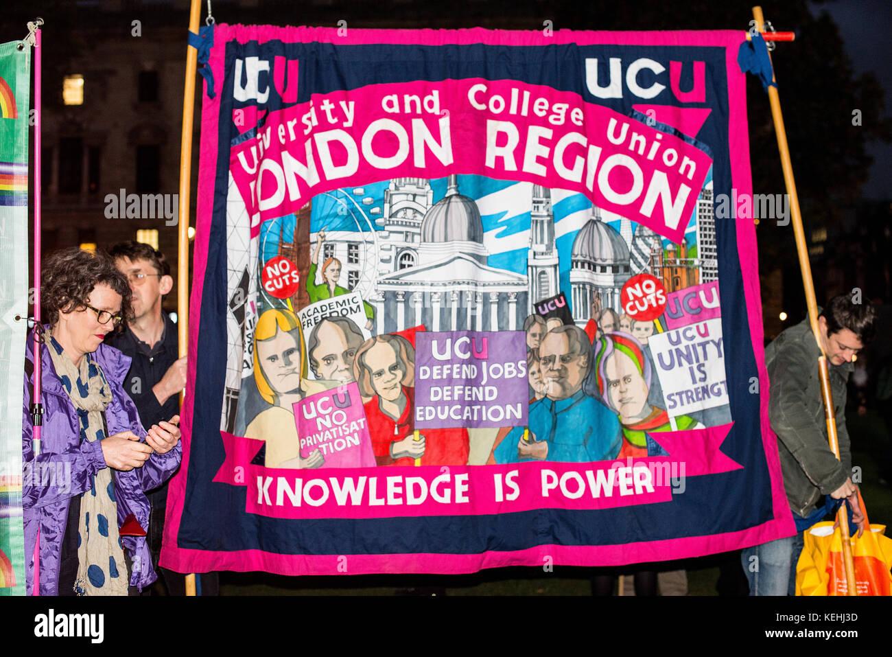 Miles de personas se congregan para la Bretaña merece una subida de sueldo - el pago final cap ahora marcha de protesta y de Manifestación por las calles de Londres. Foto de stock