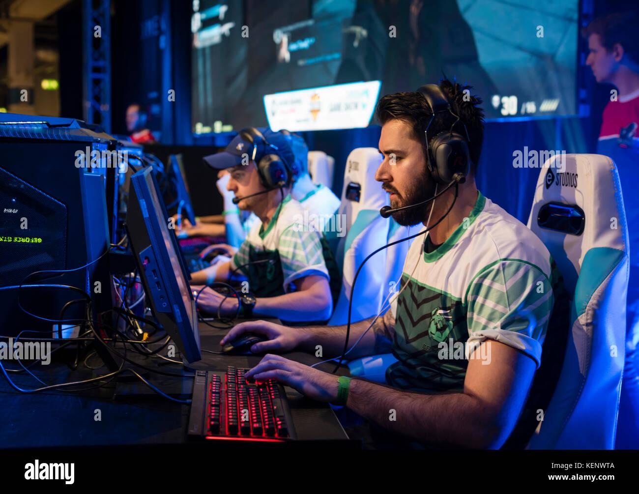 Zurich, Suiza. 22 Oct, 2017. Concentración en el escenario durante el Counter-Strike (CSGO) Torneo de eSports en Foto de stock
