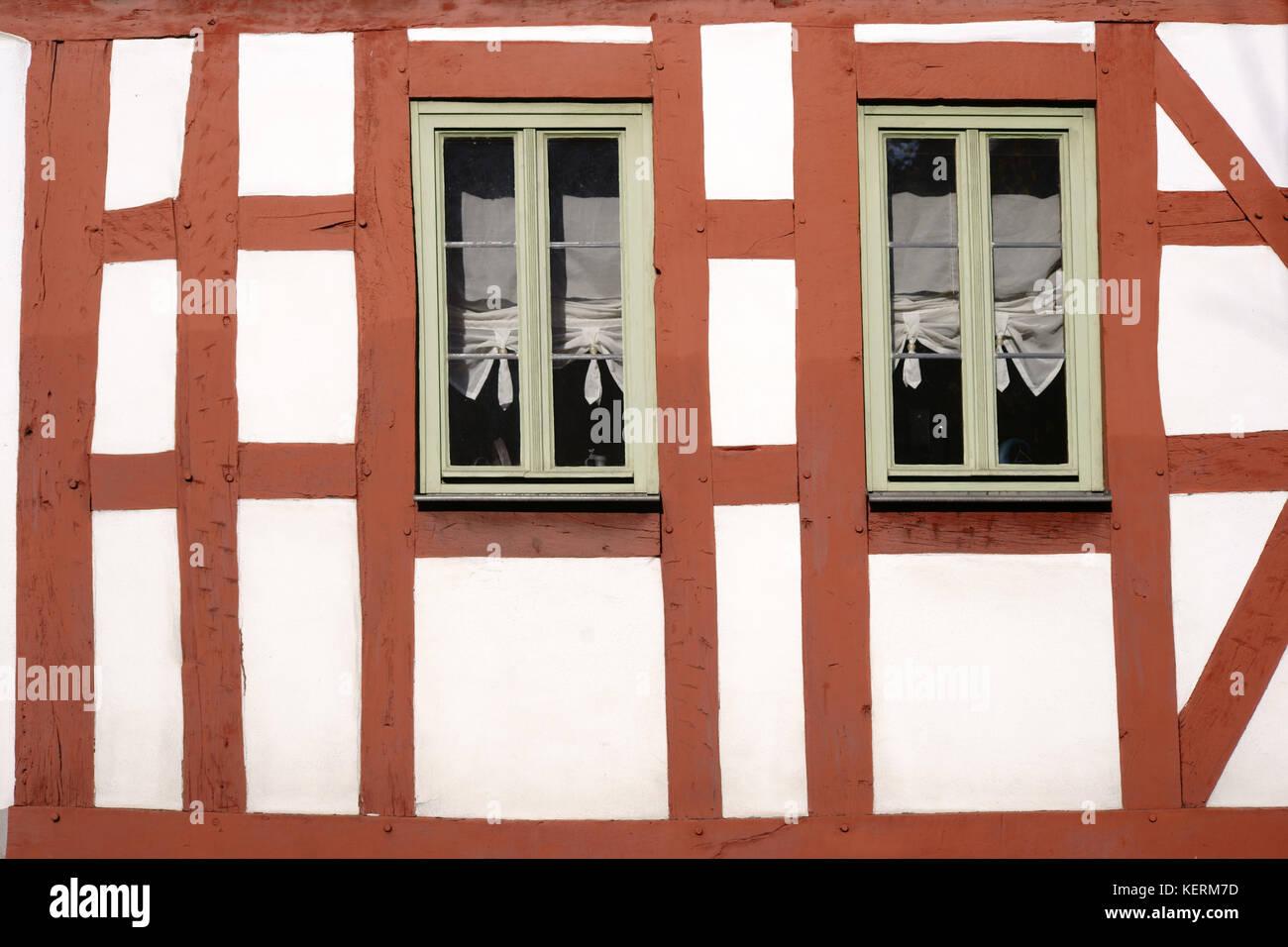 El balcón y la construcción de un marco de madera paredes entramadas ...
