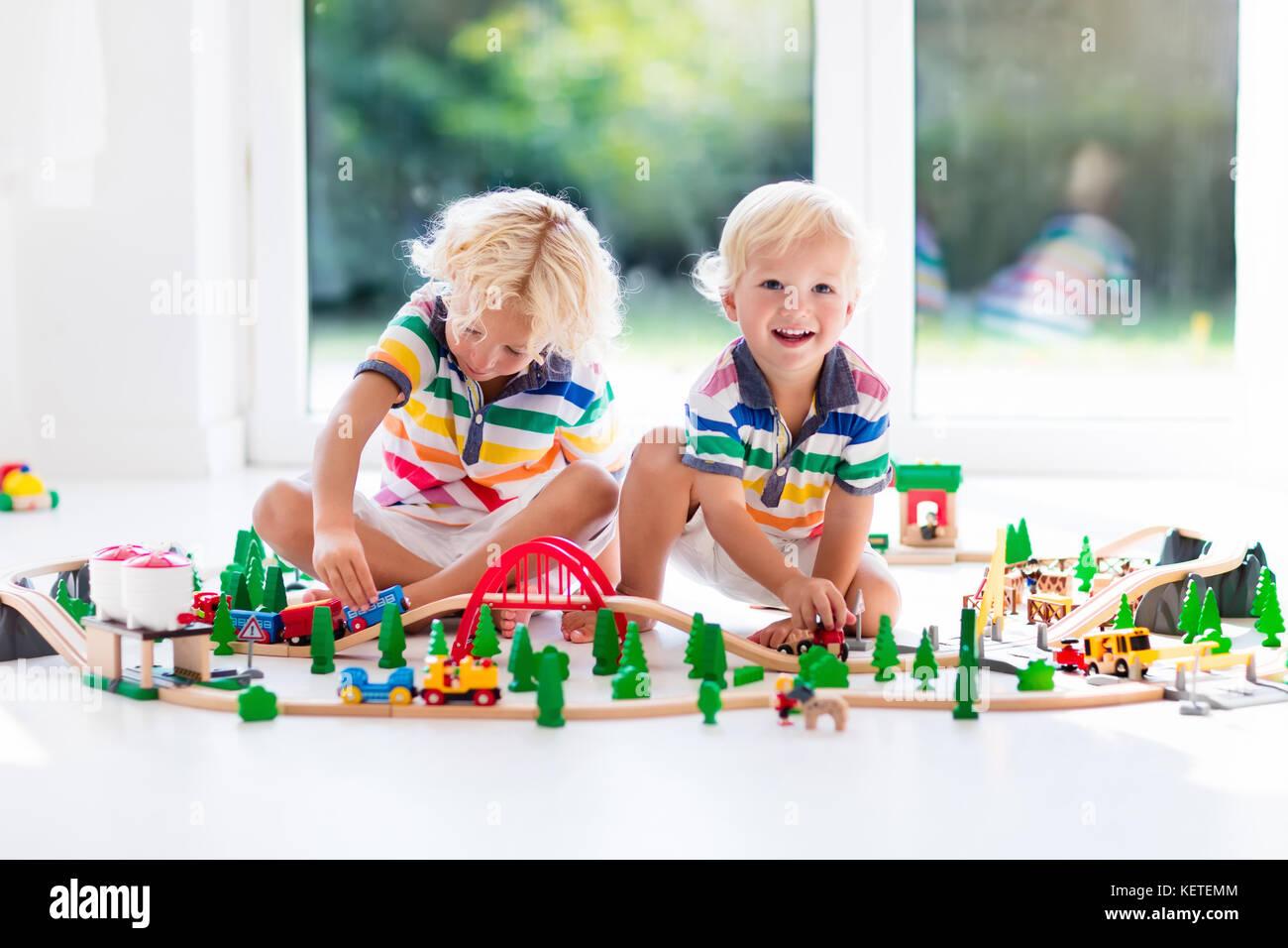 JugueteJugando El Juegan Tren De Con Niños Los BWxeQCord