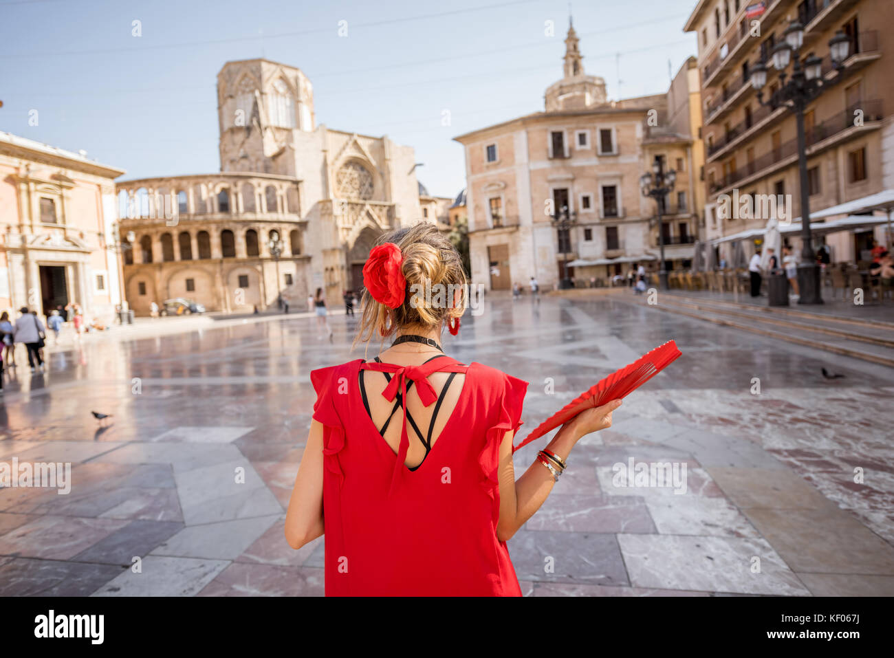 Mujer que viajaba en la ciudad de Valencia Imagen De Stock