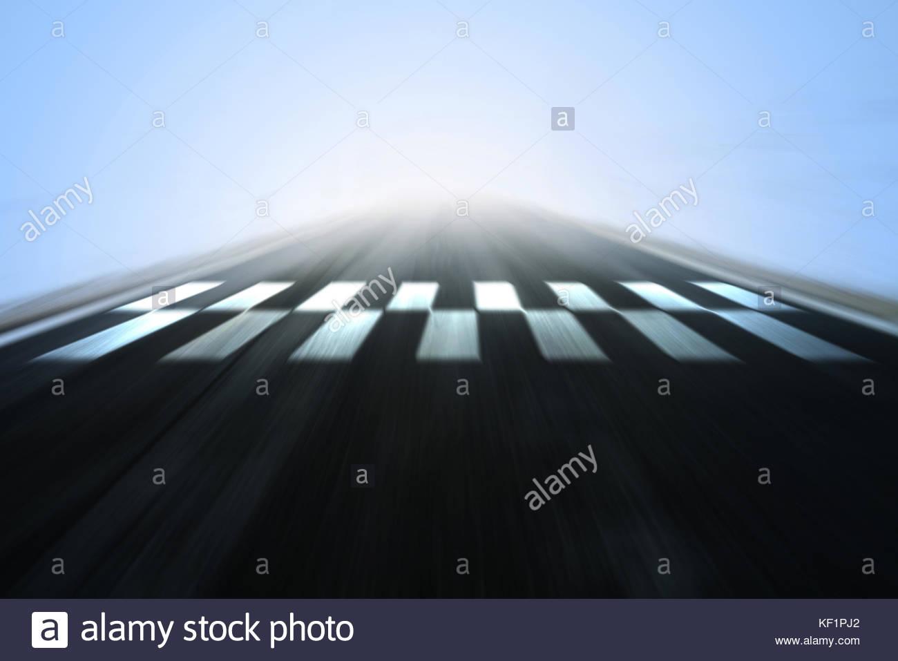 Resumen carrera borrosa carretera de asfalto con acabado y la línea ...